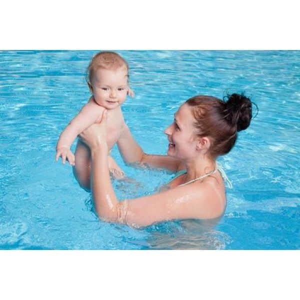 A quel age un bébé peut aller a la piscine