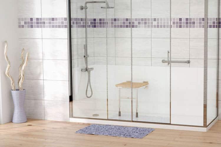 Comment choisir la bonne paroi de baignoire pour une salle de bain ?
